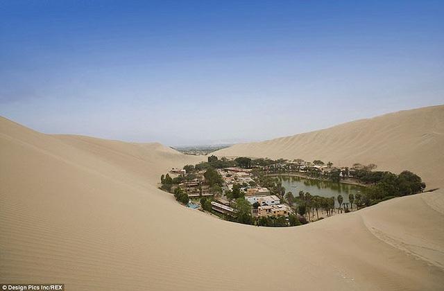 Thị trấn đầy ắp nước nằm giữa sa mạc khô cằn nhất thế giới - ảnh 1