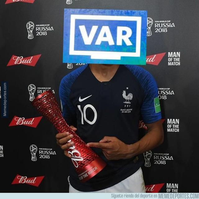 Ảnh chế chung kết FIFA World Cup™ 2018: VAR mới là cầu thủ xuất sắc nhất - Ảnh 1.