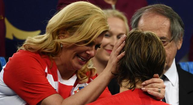 Sau chung kết World Cup 2018, người dùng Việt đổ xô tìm kiếm nữ Tổng thống Croatia - Ảnh 1.