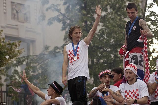 ĐT Croatia trở về sau chiến tích lịch sử: Còn bữa tiệc nào hoành tráng hơn thế? - Ảnh 3.