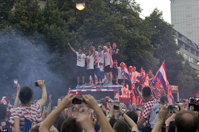 ĐT Croatia trở về sau chiến tích lịch sử: Còn bữa tiệc nào hoành tráng hơn thế? - Ảnh 4.