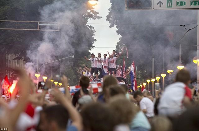 ĐT Croatia trở về sau chiến tích lịch sử: Còn bữa tiệc nào hoành tráng hơn thế? - Ảnh 5.