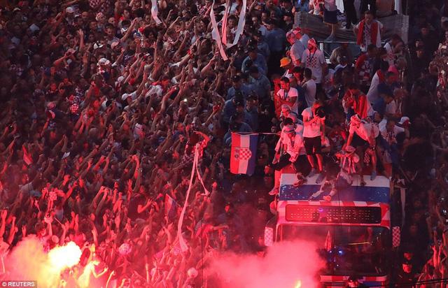ĐT Croatia trở về sau chiến tích lịch sử: Còn bữa tiệc nào hoành tráng hơn thế? - Ảnh 6.