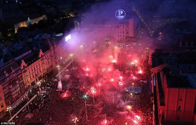 ĐT Croatia trở về sau chiến tích lịch sử: Còn bữa tiệc nào hoành tráng hơn thế? - Ảnh 9.
