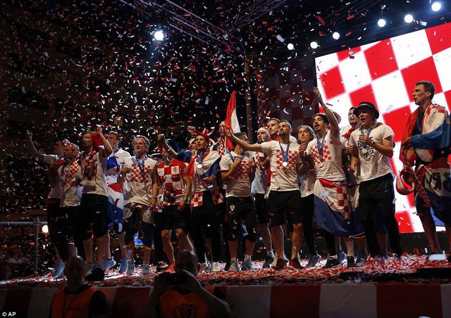 ĐT Croatia trở về sau chiến tích lịch sử: Còn bữa tiệc nào hoành tráng hơn thế? - Ảnh 12.