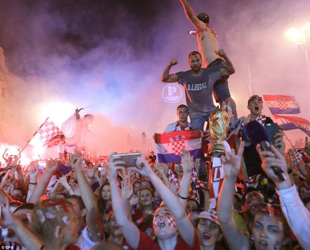 ĐT Croatia trở về sau chiến tích lịch sử: Còn bữa tiệc nào hoành tráng hơn thế? - Ảnh 13.