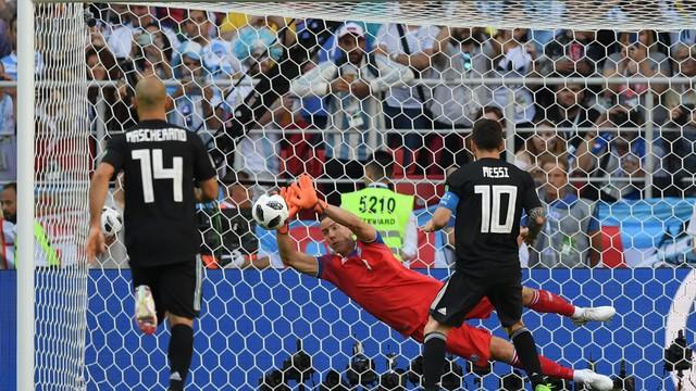 Những khoảnh khắc không thể nào quên của FIFA World Cup™ 2018: Từ siêu phẩm của Ronaldo đến cúp vàng của ĐT Pháp - Ảnh 4.