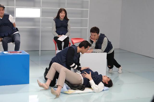 Khi đàn ông mang bầu: Kỳ Duyên gây sững sờ vì nhầm số cứu thương thành... số cảnh sát - Ảnh 3.