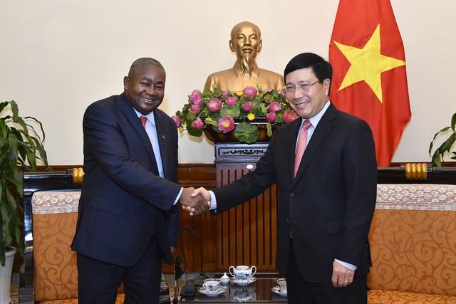 Việt Nam coi trọng phát triển quan hệ với Mozambique - Ảnh 2.