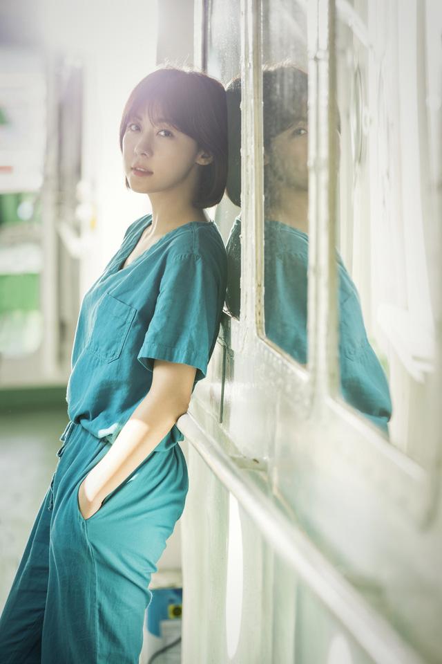 Ha Ji Won tái ngộ khán giả Việt qua phim mới Con tàu y đức - Ảnh 1.