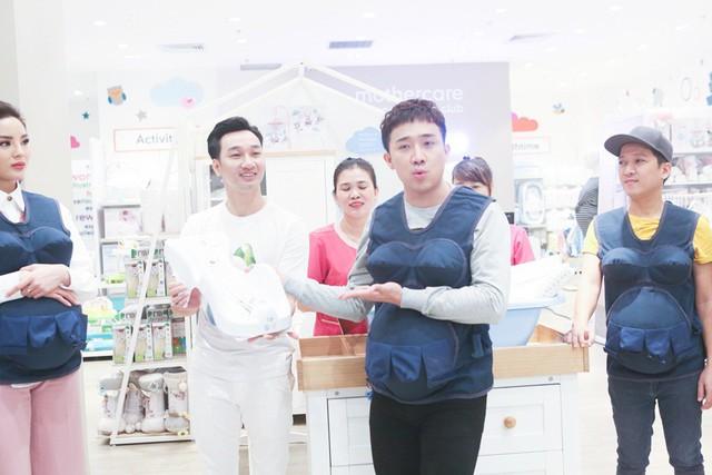 Khi đàn ông mang bầu: Trường Giang, Hương Giang gây lộn trong siêu thị vì... ghế tắm - Ảnh 3.