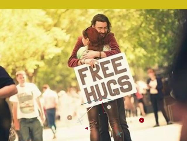 Đã bao giờ bạn tự hỏi về ý nghĩa của cái ôm? - Ảnh 2.