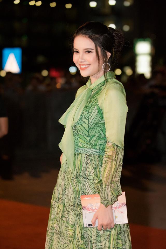 Dàn Hoa hậu, Á hậu các năm đọ sắc trên thảm đỏ CKPB Hoa hậu Việt Nam 2018 - Ảnh 7.