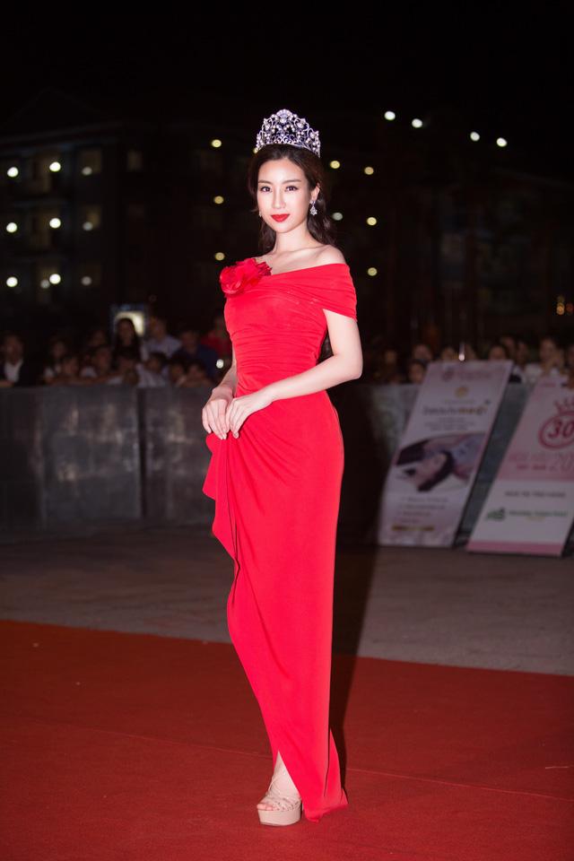 Dàn Hoa hậu, Á hậu các năm đọ sắc trên thảm đỏ CKPB Hoa hậu Việt Nam 2018 - Ảnh 1.