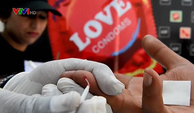 Số ca nhiễm HIV/AIDS mới vẫn không giảm - Ảnh 1.