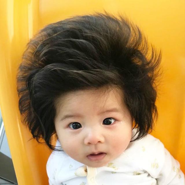 Bé gái 6 tháng tuổi gây sốt vì mái tóc dựng ngược có một không hai - Ảnh 11.