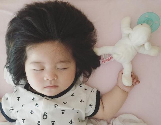 Bé gái 6 tháng tuổi gây sốt vì mái tóc dựng ngược có một không hai - Ảnh 15.