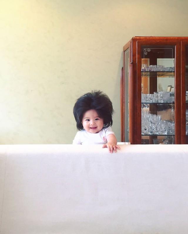 Bé gái 6 tháng tuổi gây sốt vì mái tóc dựng ngược có một không hai - Ảnh 17.