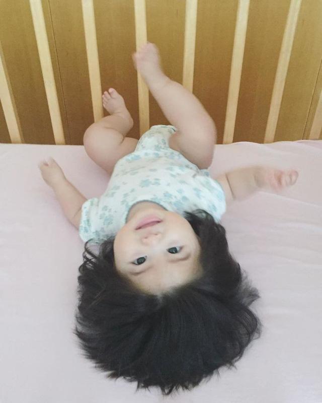 Bé gái 6 tháng tuổi gây sốt vì mái tóc dựng ngược có một không hai - Ảnh 19.