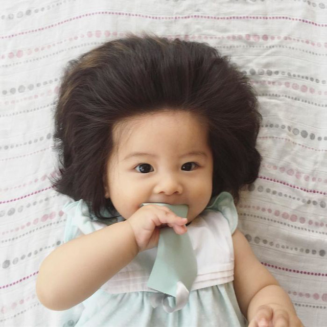Bé gái 6 tháng tuổi gây sốt vì mái tóc dựng ngược có một không hai - Ảnh 20.