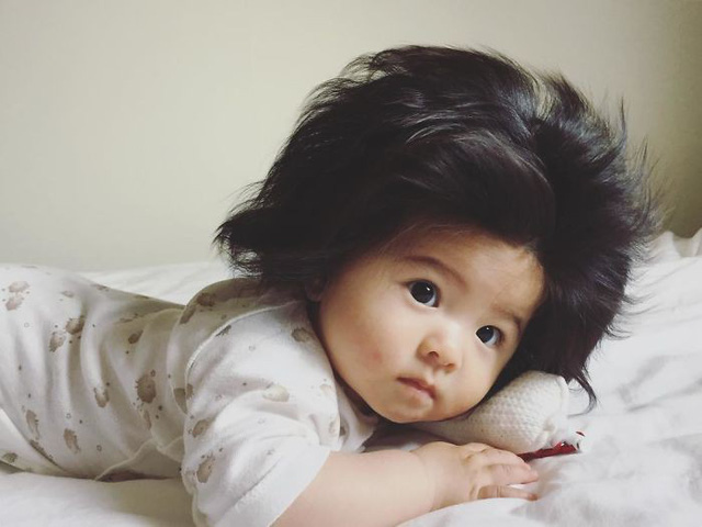 Bé gái 6 tháng tuổi gây sốt vì mái tóc dựng ngược có một không hai - Ảnh 5.
