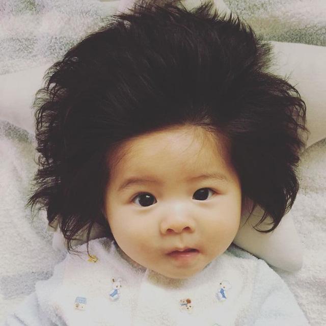 Bé gái 6 tháng tuổi gây sốt vì mái tóc dựng ngược có một không hai - Ảnh 7.
