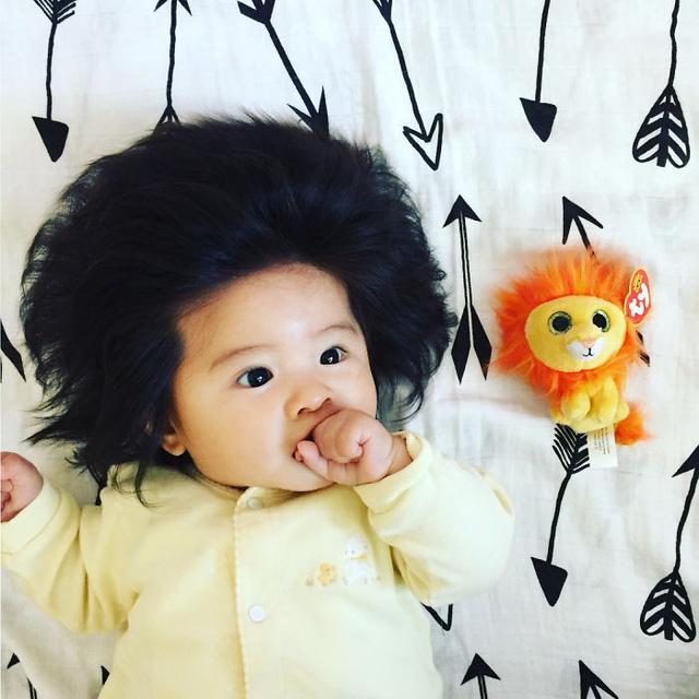 Bé gái 6 tháng tuổi gây sốt vì mái tóc dựng ngược có một không hai - Ảnh 9.