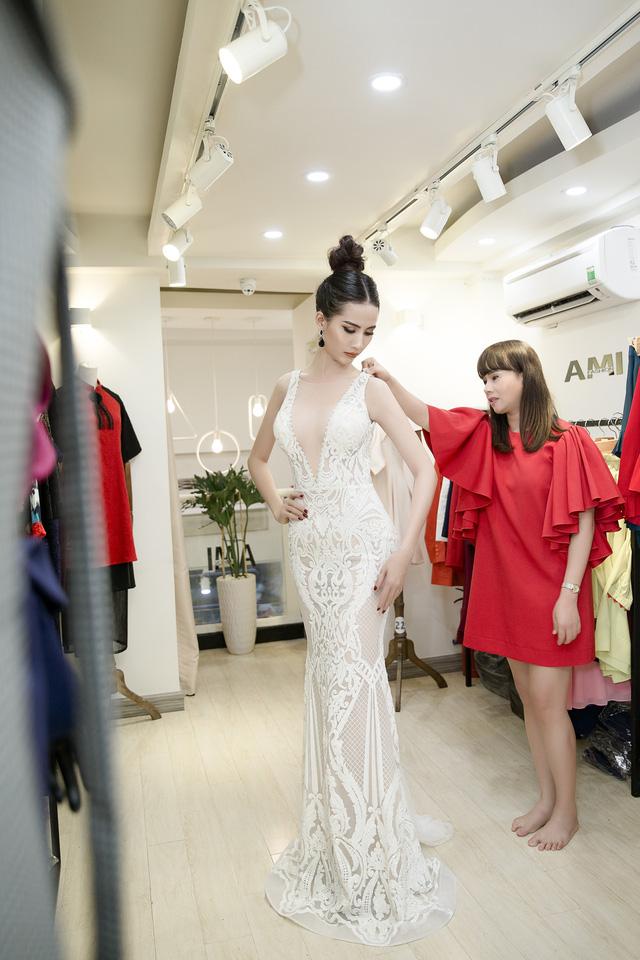 Phan Thị Mơ khoe trang phục thi hoa hậu của NTK Brian Võ, Hằng Nguyễn - Ảnh 1.