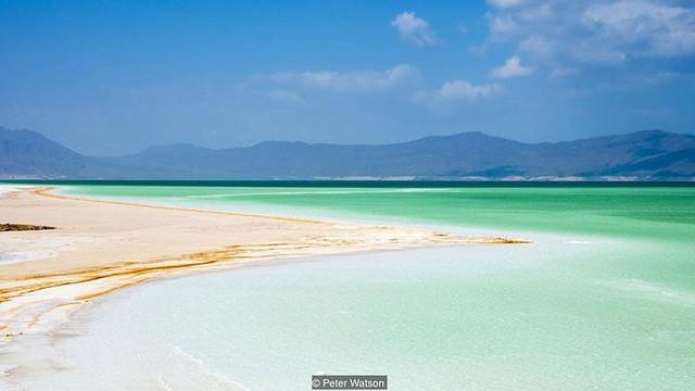 Hồ nước khiến du khách như lạc tới thiên đường - Ảnh 1.