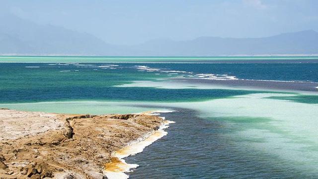 Hồ nước khiến du khách như lạc tới thiên đường - Ảnh 3.