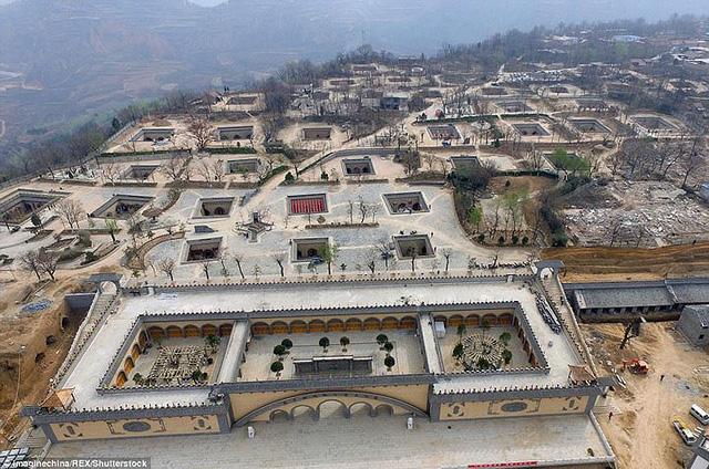 Ngôi làng cổ kỳ lạ khi toàn bộ người dân sống dưới lòng đất - Ảnh 4.