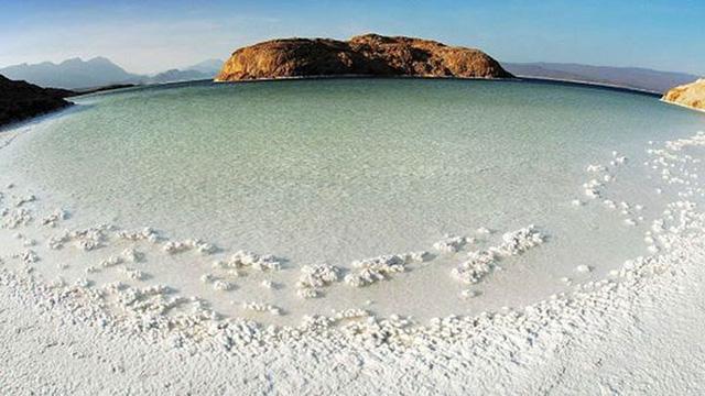 Hồ nước khiến du khách như lạc tới thiên đường - Ảnh 4.