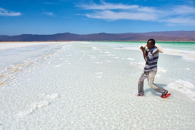 Hồ nước khiến du khách như lạc tới thiên đường - Ảnh 10.