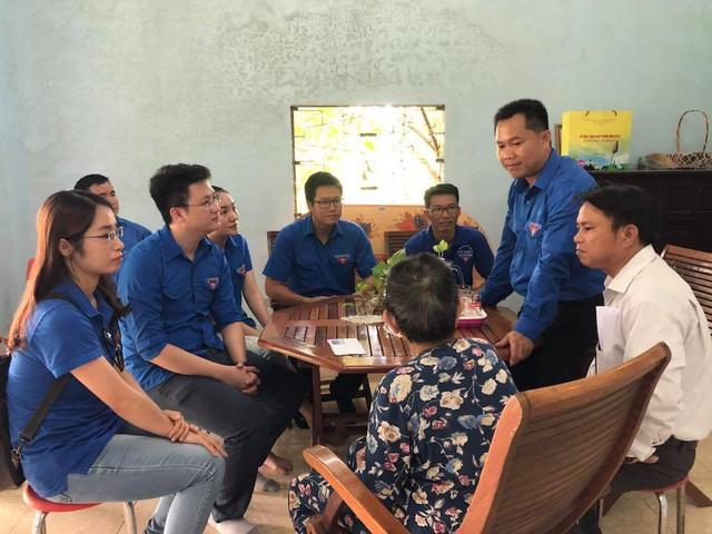Thanh niên Đoàn Khối các cơ quan Trung ương tại miền Trung thăm gia đình chính sách - Ảnh 5.