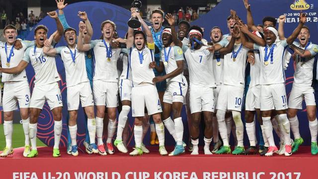 Thua sốc 0-3, tuyển trẻ Anh trở thành cựu vương U20 World Cup ngay từ vòng loại - Ảnh 1.