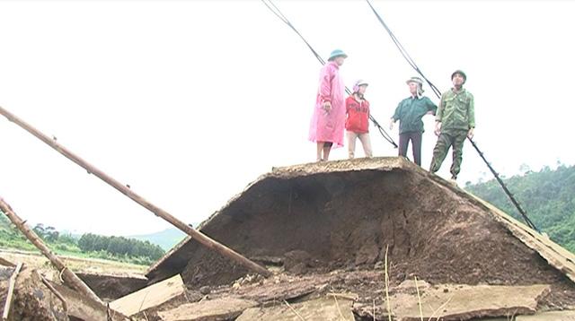 Kon Tum: Sập mố trụ cầu treo Vai Trang ở xã Đăk Long, huyện Đăk Glei - Ảnh 1.