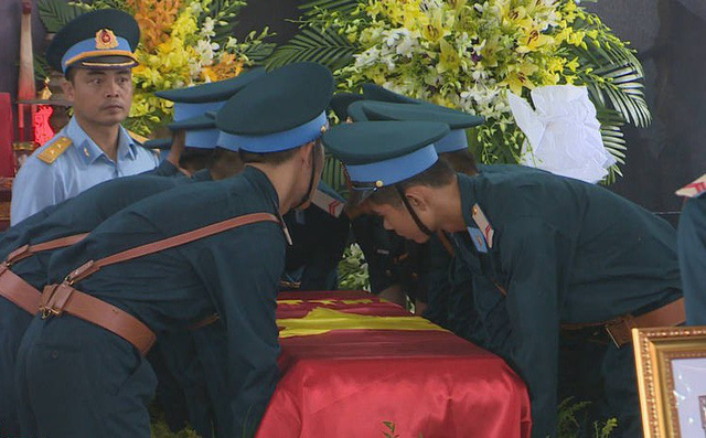 Lễ viếng, truy điệu hai liệt sỹ phi công Su22 hy sinh tại Nghệ An - Ảnh 1.