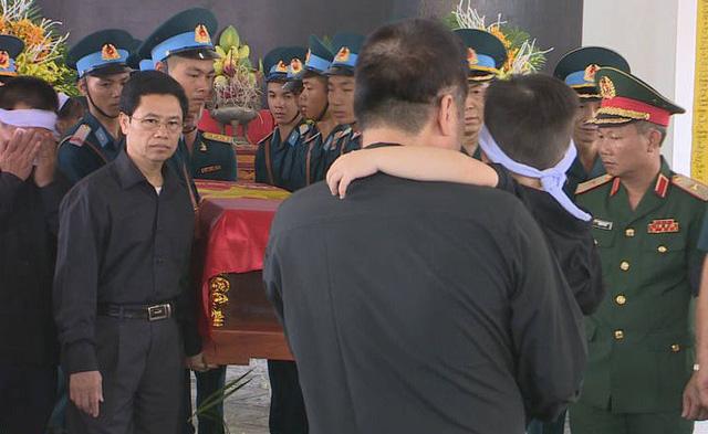 Lễ viếng, truy điệu hai liệt sỹ phi công Su22 hy sinh tại Nghệ An - Ảnh 2.
