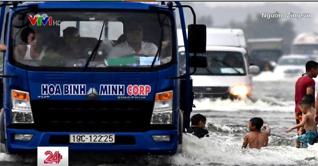 Một số tuyến đường tại Hà Nội ngập sâu - Ảnh 1.