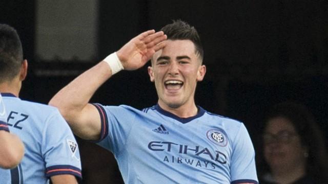 Pep Guardiola khích lệ sao trẻ rời Man City - Ảnh 1.