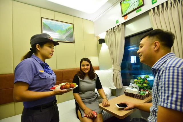 Đưa vào hoạt động toa xe khoang 2 giường tuyến Hà Nội – TP.HCM - Ảnh 1.
