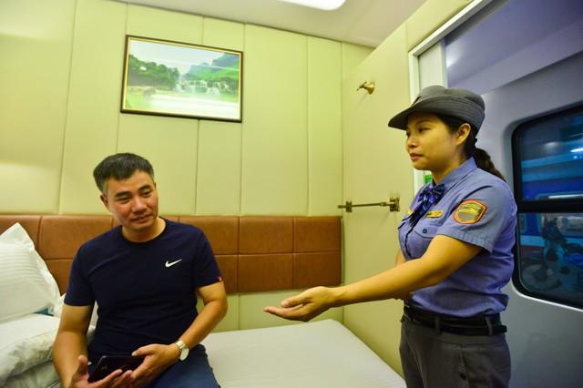 Đưa vào hoạt động toa xe khoang 2 giường tuyến Hà Nội – TP.HCM - Ảnh 2.