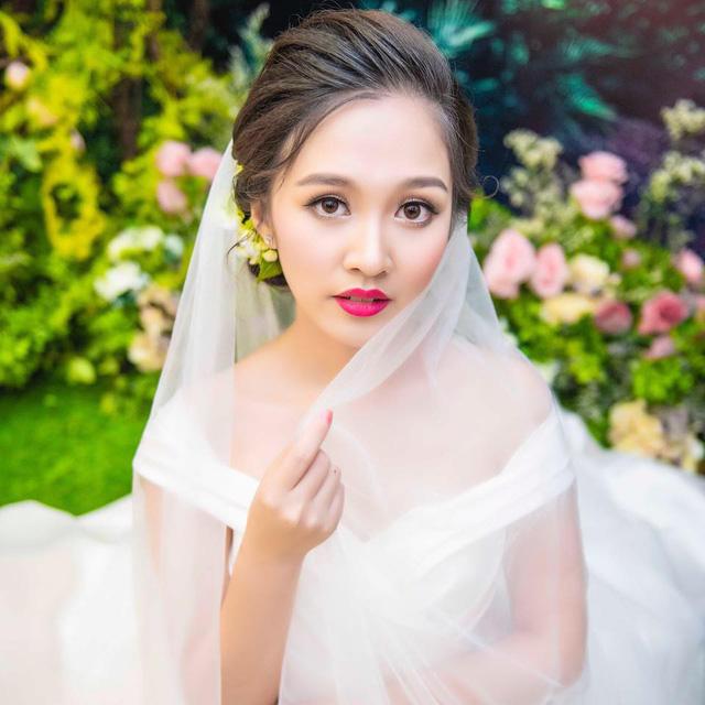 Diễn viên nhí Bánh đúc có xương bất ngờ kết hôn ở tuổi 21 - Ảnh 1.