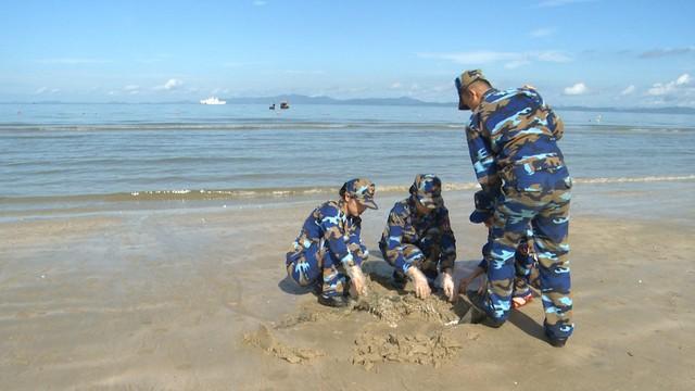 Chung tay làm sạch môi trường biển bảo vệ màu xanh đảo ngọc Cô Tô - Ảnh 2.