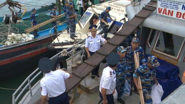 Chung tay làm sạch môi trường biển bảo vệ màu xanh đảo ngọc Cô Tô - Ảnh 1.