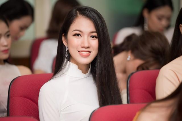 Cận cảnh nhan sắc BTV của VTV lọt Chung khảo Hoa hậu Việt Nam 2018 - Ảnh 2.