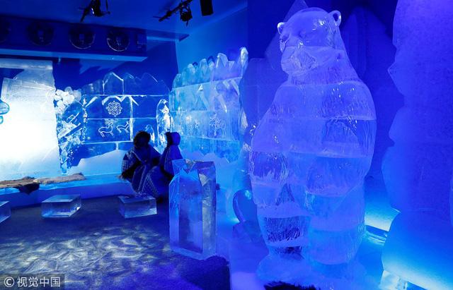 Giải nhiệt trong quán bar làm từ băng tại Berlin, Đức - Ảnh 4.