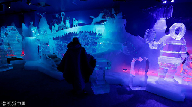 Giải nhiệt trong quán bar làm từ băng tại Berlin, Đức - Ảnh 6.