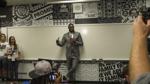 Ngôi trường I PROMISE: Di sản để đời của LeBron James bên ngoài trái bóng rổ - Ảnh 2.