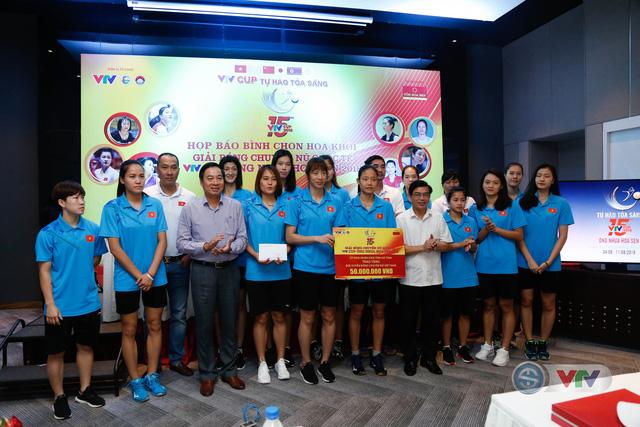 VTV Cup Ống nhựa Hoa Sen 2018: ĐT Việt Nam nhận thưởng 200 triệu đồng trước trận chung kết - Ảnh 2.